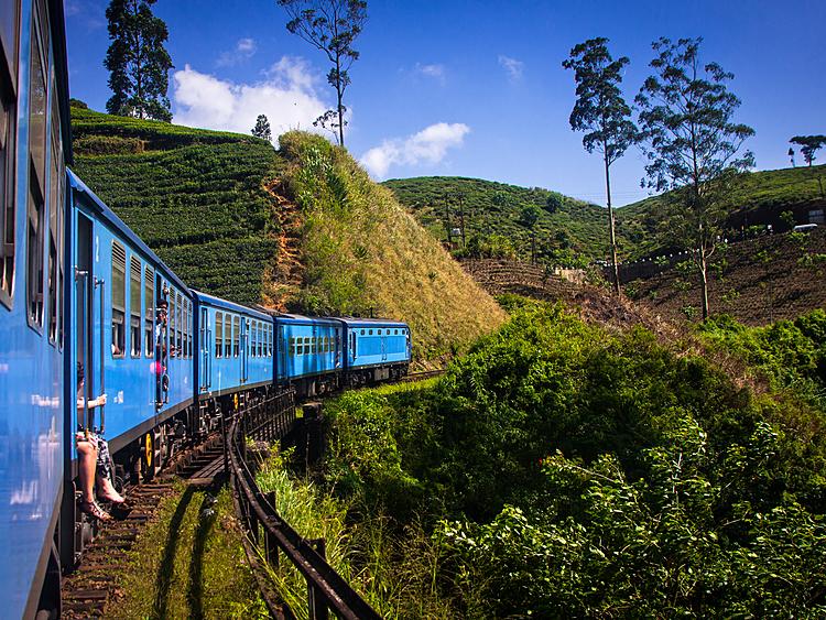 Large sri lanka train kandy to tea country